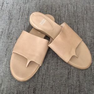 Eileen Fisher Edge thong leather sandals nude 8.5